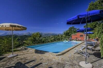 Jolie maison de campagne avec terrasse à Monte San Martino