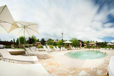 Maison spacieuse avec piscine à San Severino Marche