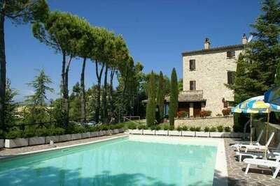 Maison de vacances à Montelparo, vue sur montagnes, piscine