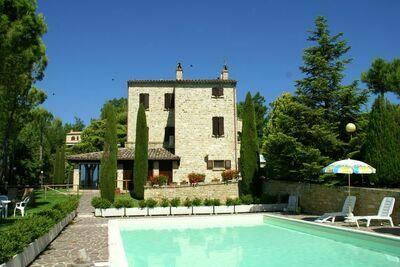 Elégante maison de campagne près du parc de Monti Sibillini