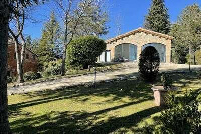 Grande villa avec piscine privée à Amandola