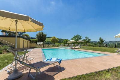 Villa spacieuse à Fermo avec piscine
