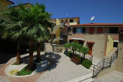 Ferme moderne à Tortoreto avec piscine