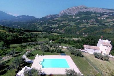Villa confortable avec piscine privée à Pietranico, Italie