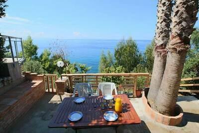 Maison de vacances confortable à Ricadi près de la mer