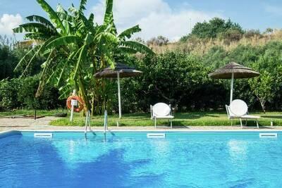Gîte confortable avec piscine partagée à Santa Flavia