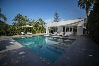 Maison de vacances panoramique à Terrasini avec piscine