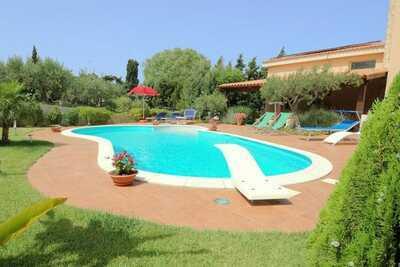 Charmante maison de vacances à Buseto Palizzolo avec piscine