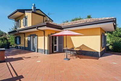 Charmante maison de vacances à Piedimonte Etneo avec piscine