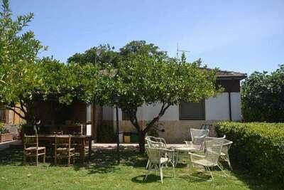 Jolie maison de vacances à Agnone, Sicile, avec jardin privé