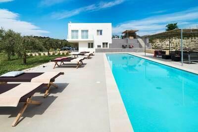 Villa moderne avec piscine en Sicile