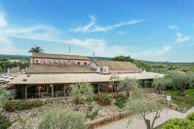 Maison de vacances confortable à Carlentini avec piscine