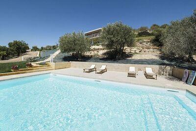 Maison de vacances moderne avec piscine à Noto