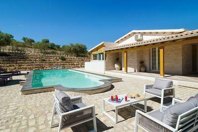 Grande maison de vacances avec piscine privée à Noto