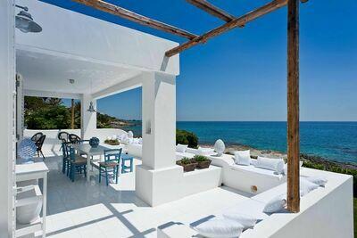 Villa moderne avec terrasse à Fontane Bianche