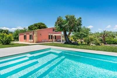 Maison de vacances moderne avec terrasse à Fontane Bianche