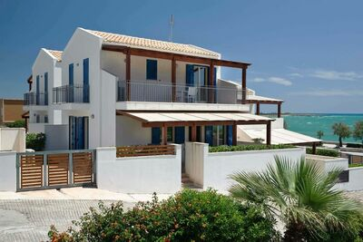 Belle maison au bord de la mer en Sicile