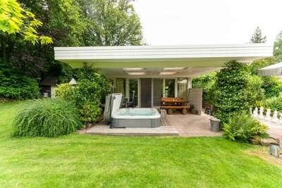Belle maison de vacances à Oldenzaal avec jacuzzi