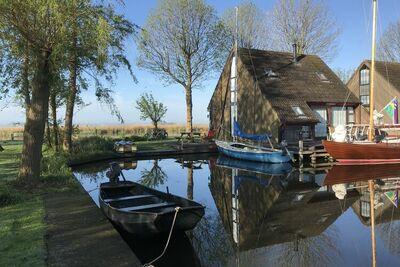 Magnifique maison de vacances au bord du lac à Gaastmeer