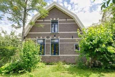 Maison de vacances paisible avec terrasse à Krabbendam