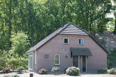 Maison de vacances typique avec terrasse aux Bedafse Bergen
