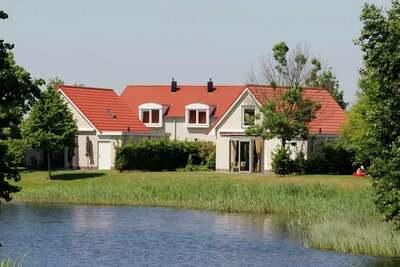 Maison meublée avec goût, avec jardin, à proximité d'eau