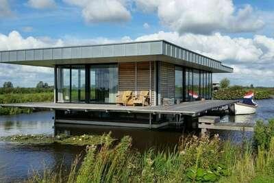Charmante maison-bateau avec sauna à Goëngahuizen