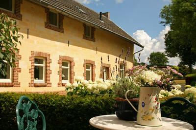 Belle villa à proximité de la forêt à Wijlre