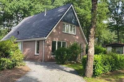 Foyer confortable avec une cheminée, situé en pleine nature