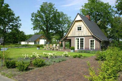 Belle maison avec bain à remous, en pleine nature