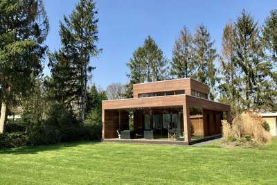 Lodge moderne avec un poêle à bois, près d'Almelo