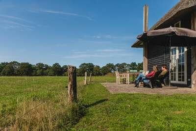 Authentique meule de foin à Wierden avec terrasse