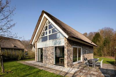 Villa avec bain à remous et jacuzzi, à 8 km d'Hoogeveen