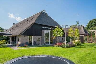 Ferme spacieuse avec terrasse privée à Dwingeloo