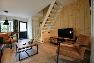 Maison de vacances moderne avec terrasse, située dans un parc de vacances au bord du Veluwe