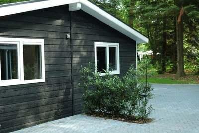 Jolie maison d'allure particulière, en lisière de forêt