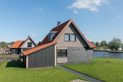 Villa moderne avec trois salles de bain sur les lacs frisons