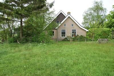 Maison de vacances spacieuse à Sintjohannesga près du lac