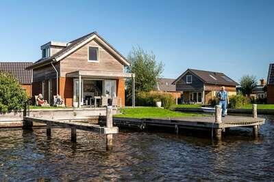 Maison de vacances design avec terrasse, au bord de l'eau