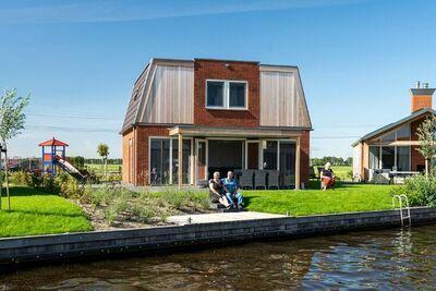 Maison de vacances spacieuse sur l'eau, avec jetée privée