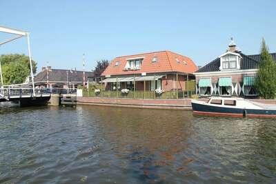 Maison de vacances d'exception à Lemsterland avec terrasse