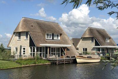 Belle villa au toit de chaume avec sauna au Tjeukemeer