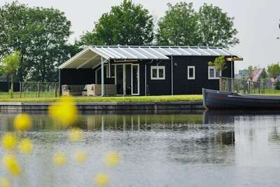 Chalet moderne avec micro-ondes près du lac de Sneek
