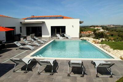Villa spacieuse à Salir de Matos, Lisbonne, avec piscine