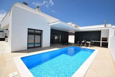 Villa moderne avec piscine privée à Nadadouro