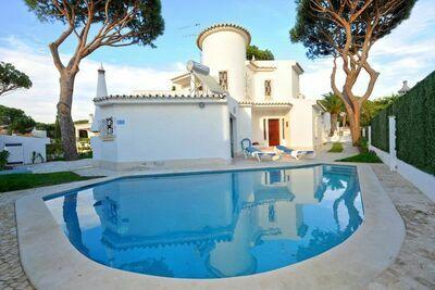 Villa de style portugais typique, quartier calme de Vilamoura avec piscine privée