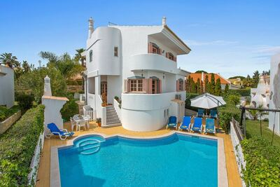 Spacieuse villa individuelle de 4 chambres avec piscine privée près du centre de Vilamoura