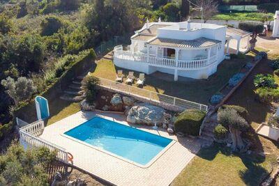 Villa supérieure à Albufeira avec grand jardin et piscine privée