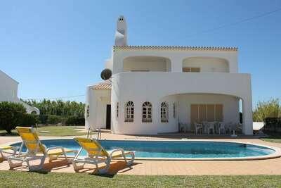 Villa indépendante située à Albufeira avec piscine privée