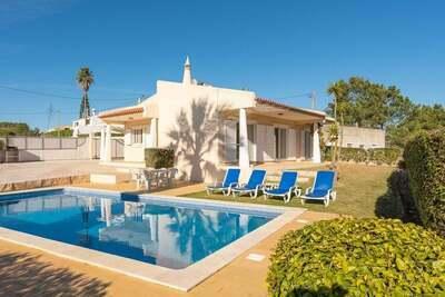 Maison de vacances animée à Albufeira avec piscine privée à 500m de la plage